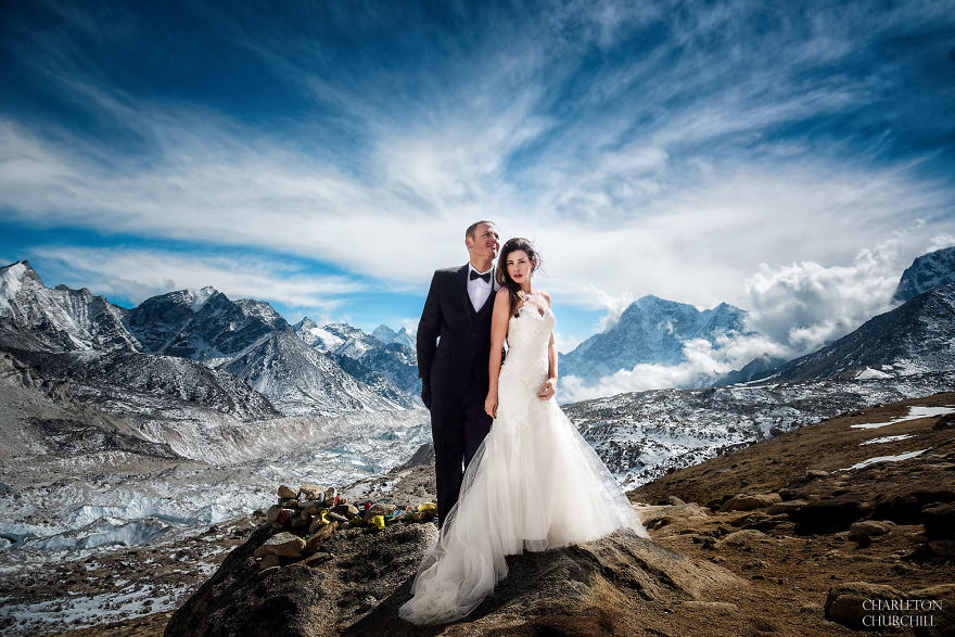 Couple Gets Married On Mount Everest After Trekking For 3 Weeks, And Their Wedding Photos Are Epic 1