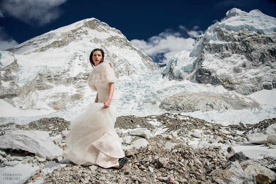 Couple Gets Married On Mount Everest After Trekking For 3 Weeks, And Their Wedding Photos Are Epic 10