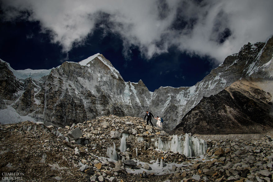 Couple Gets Married On Mount Everest After Trekking For 3 Weeks, And Their Wedding Photos Are Epic 11