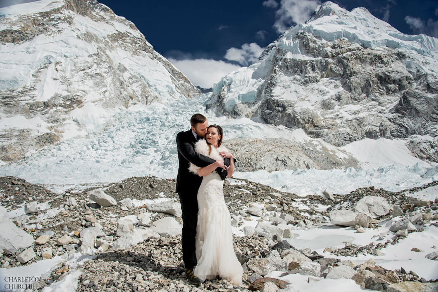 Couple Gets Married On Mount Everest After Trekking For 3 Weeks, And Their Wedding Photos Are Epic 15