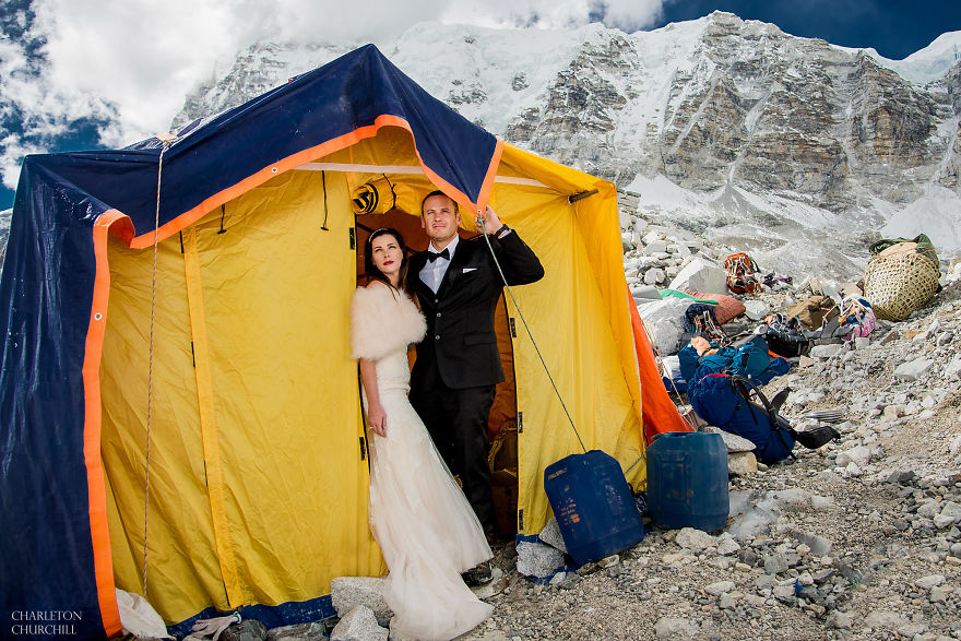 Couple Gets Married On Mount Everest After Trekking For 3 Weeks, And Their Wedding Photos Are Epic 7