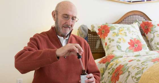 Elderly Man with Terminal Cancer Walks Out of Hospice after Treatment with Cannabis Oil 1